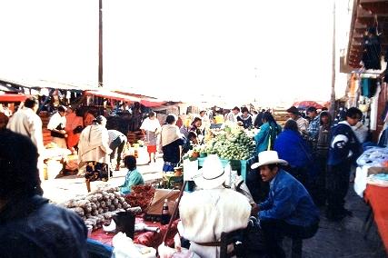 Mexique:San-Cristobal de Las-Casas ,une ville coloniale très colorée ,Altitude 2300m