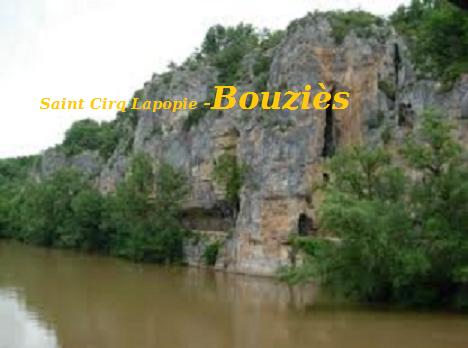 Saint Cirq-lapopie - Bouziés: le chemin du halage, un passage creusé dans la roche calcaire en 1847.